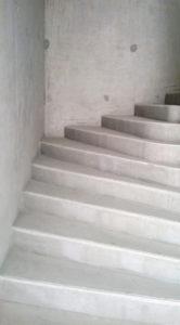 maconnerie-béton-maison-details-realisation-technique-escaliers